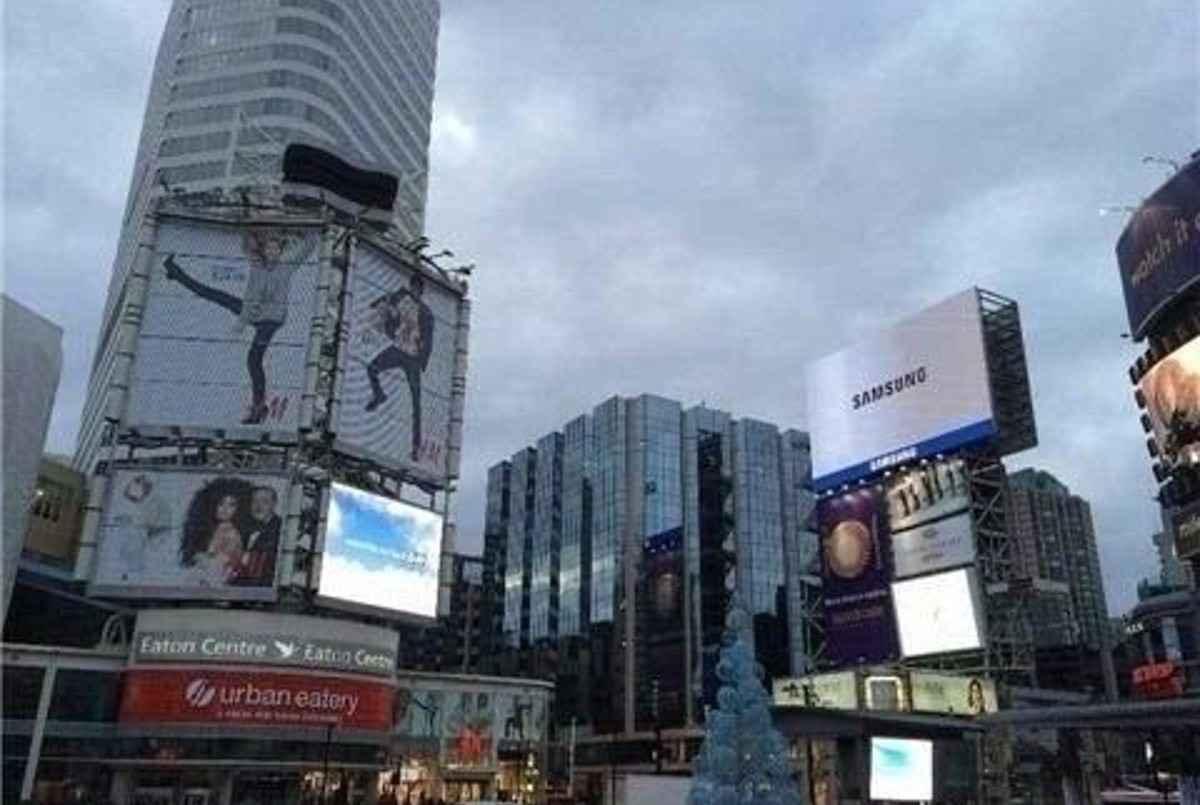 220 Victoria St Toronto AGENT ON DUTY