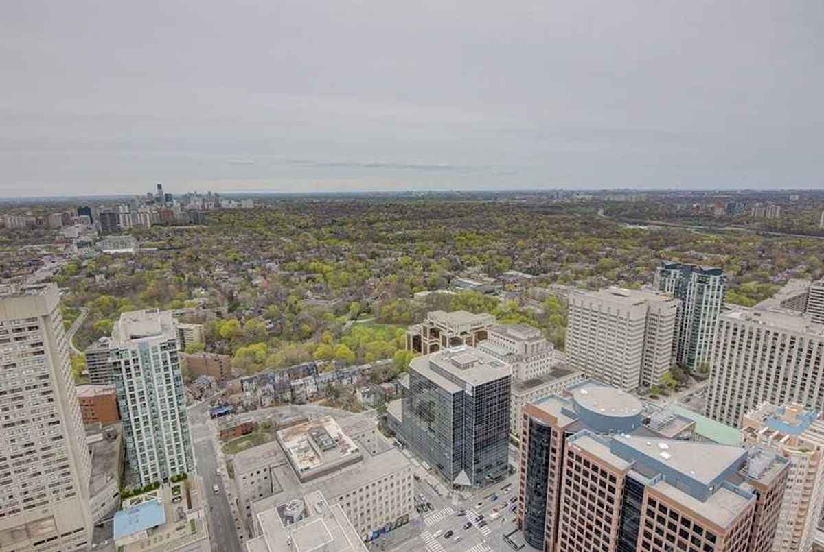 50 Charles St Toronto AGENT ON DUTY