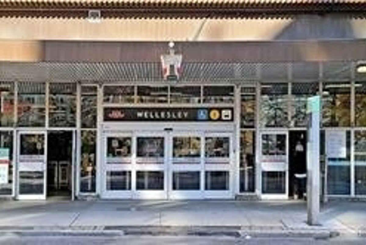 8 Wellesley St E Toronto AGENT ON DUTY