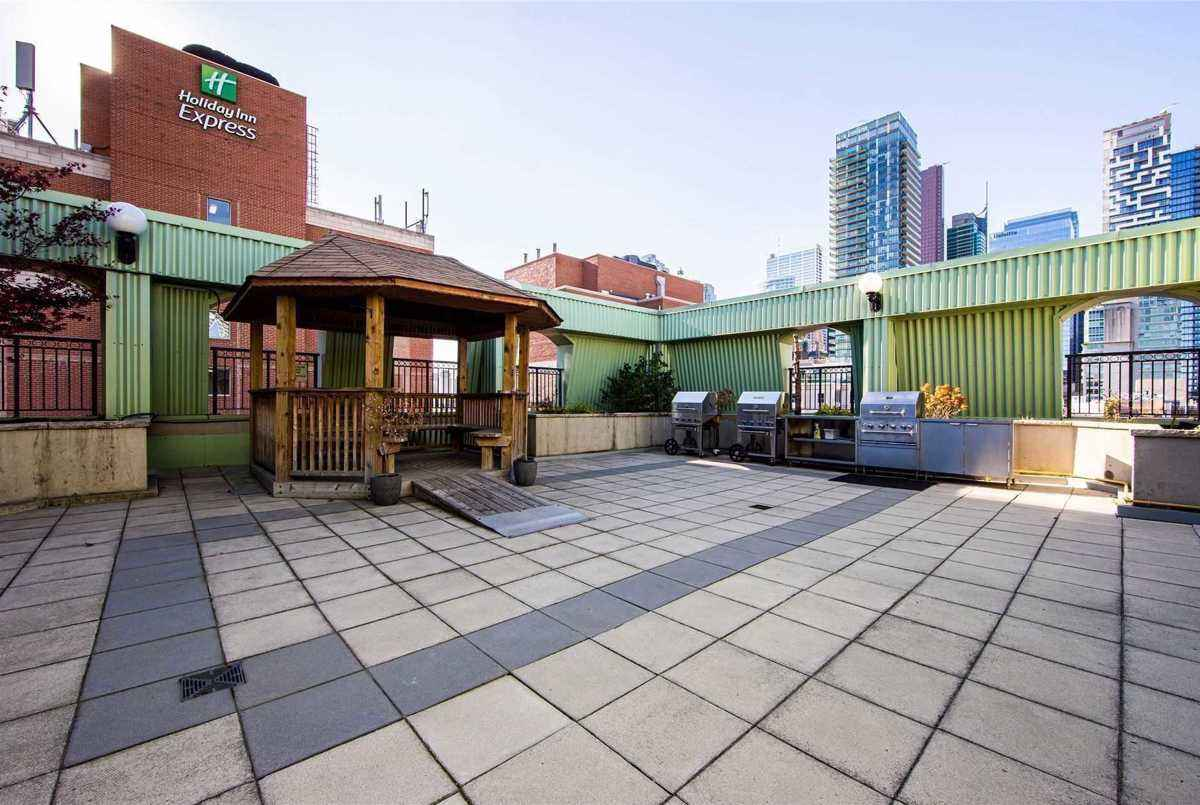 120 Lombard St Toronto AGENT ON DUTY