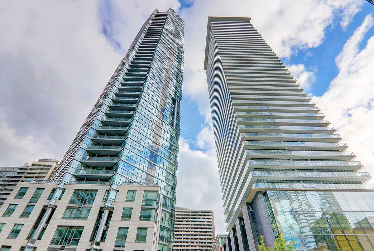 33 Charles St E Toronto AGENT ON DUTY