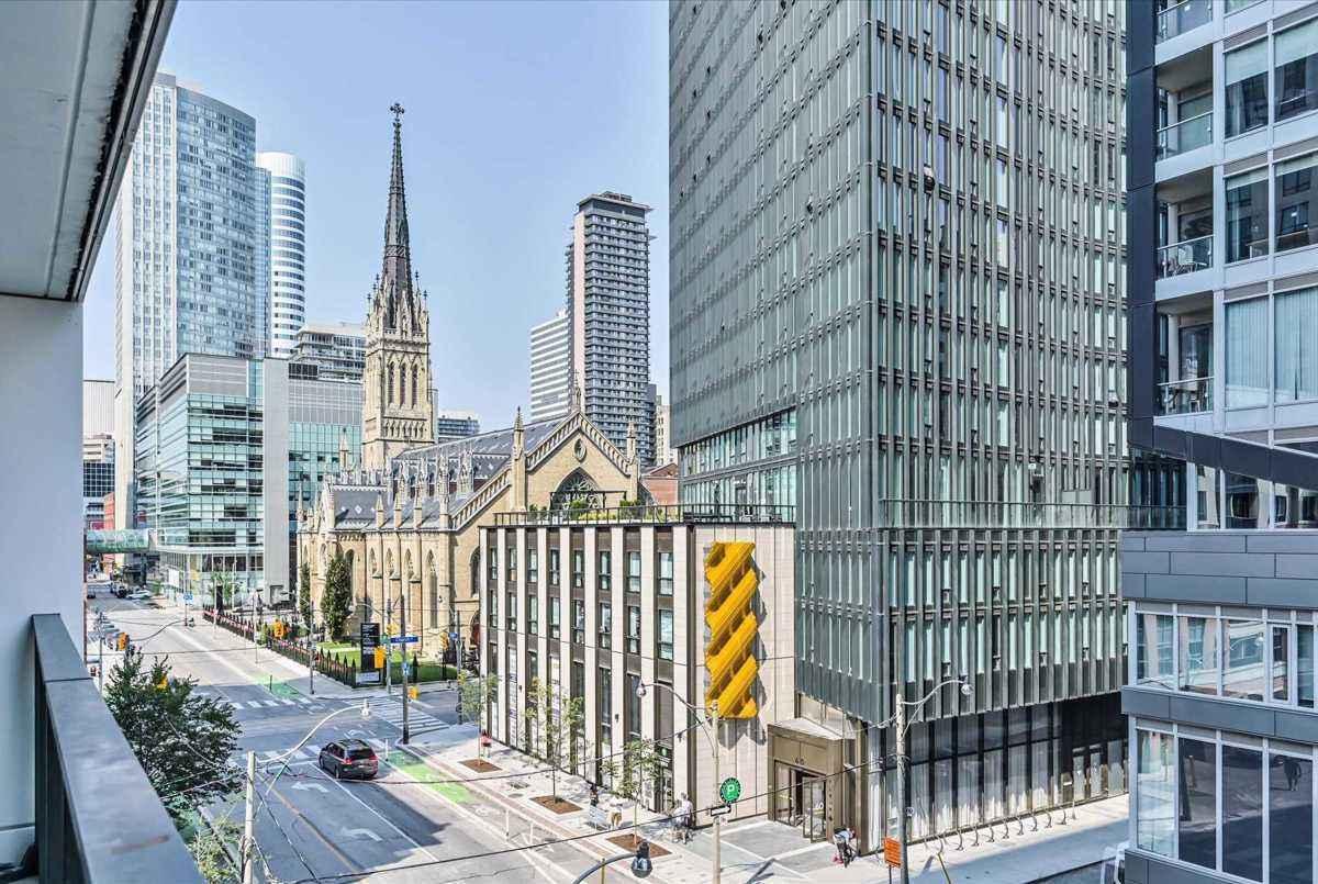 77 Shuter St Toronto AGENT ON DUTY