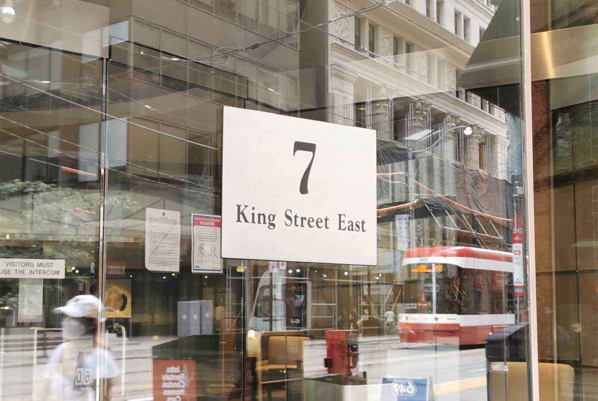 7 King St E Toronto AGENT ON DUTY
