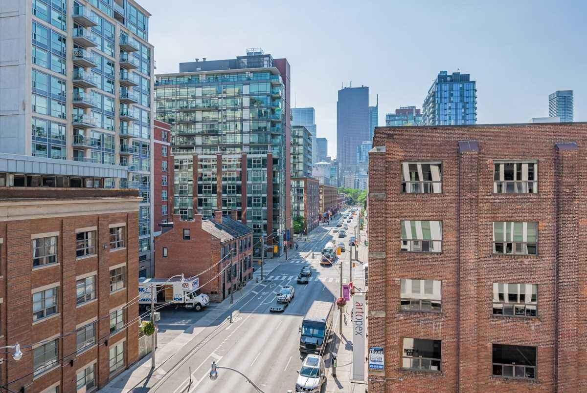 400 Adelaide St E Toronto AGENT ON DUTY