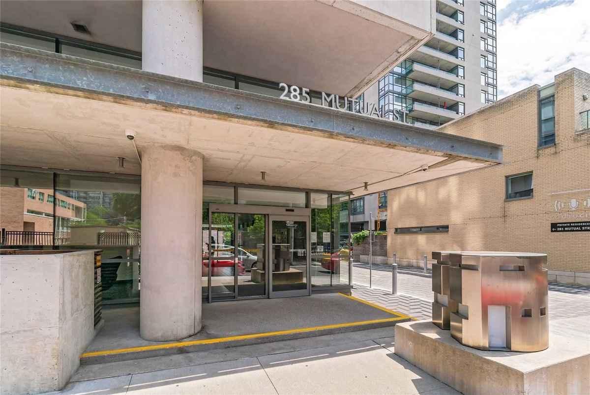 285 Mutual St Toronto AGENT ON DUTY