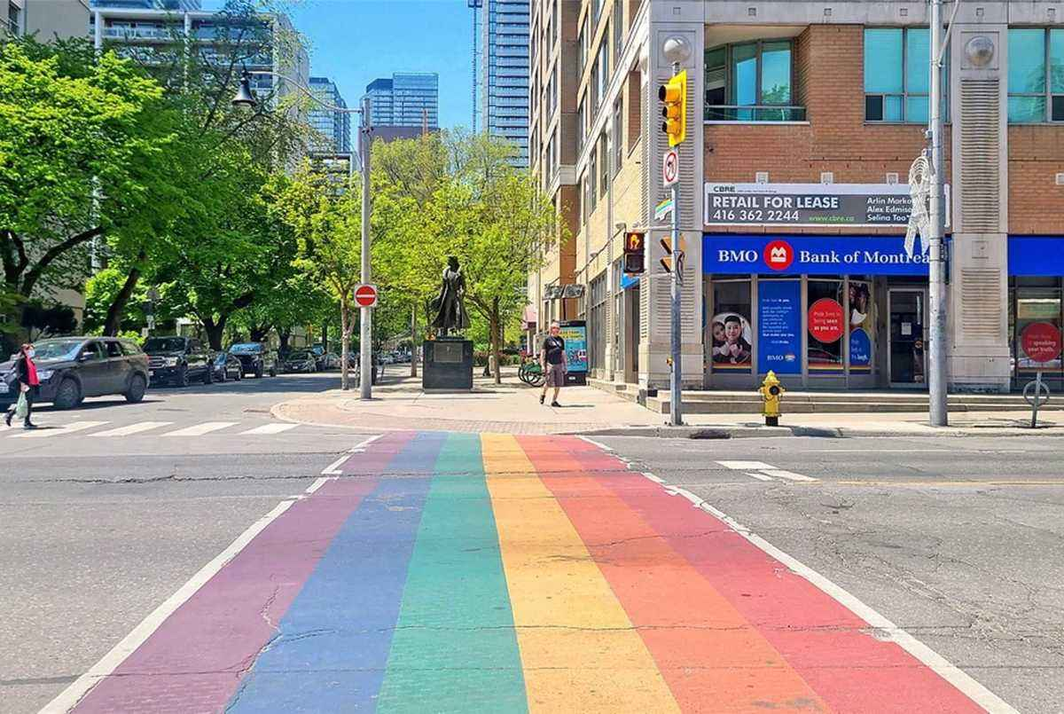 70 Alexander St Toronto AGENT ON DUTY