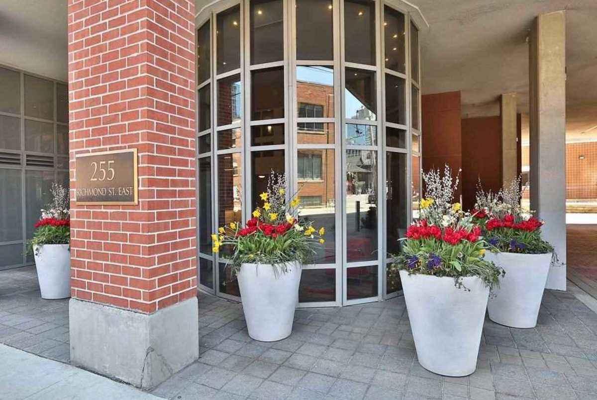 255 Richmond St E Toronto AGENT ON DUTY