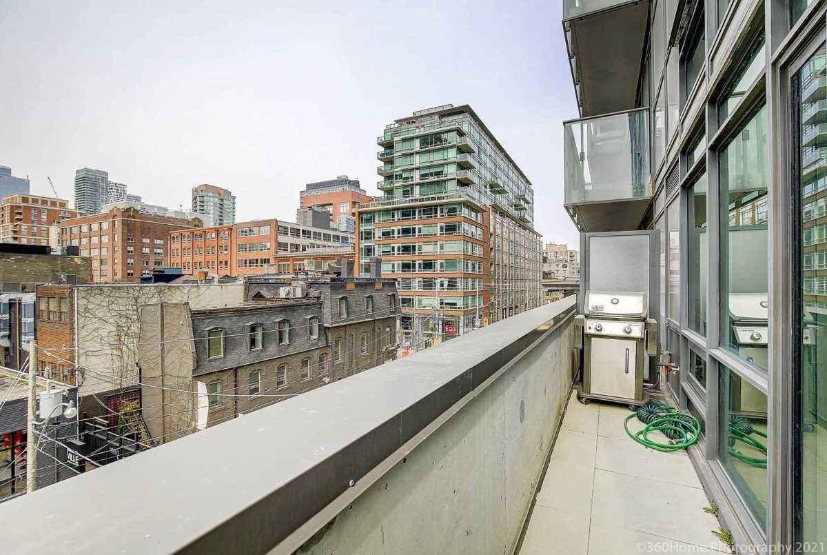 39 Sherbourne St Toronto AGENT ON DUTY