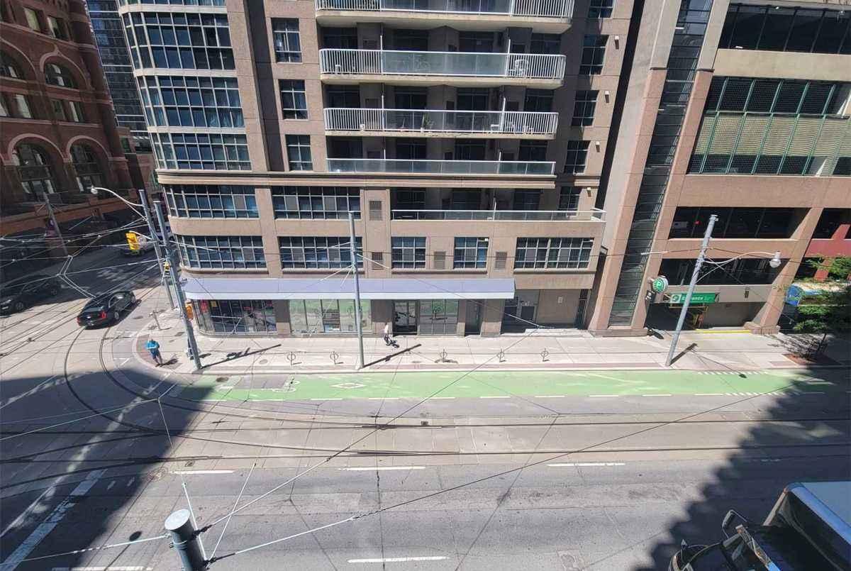 25 Richmond St E Toronto AGENT ON DUTY