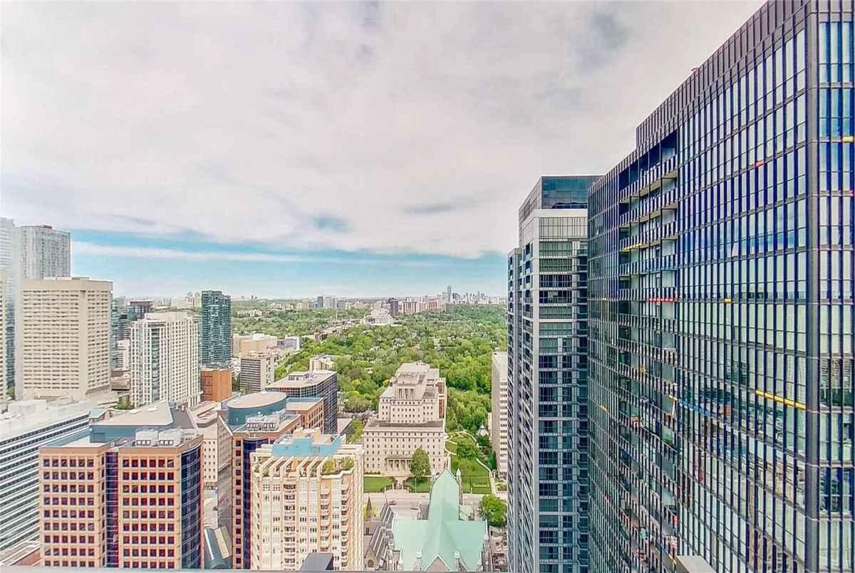 101 Charles St E Toronto AGENT ON DUTY