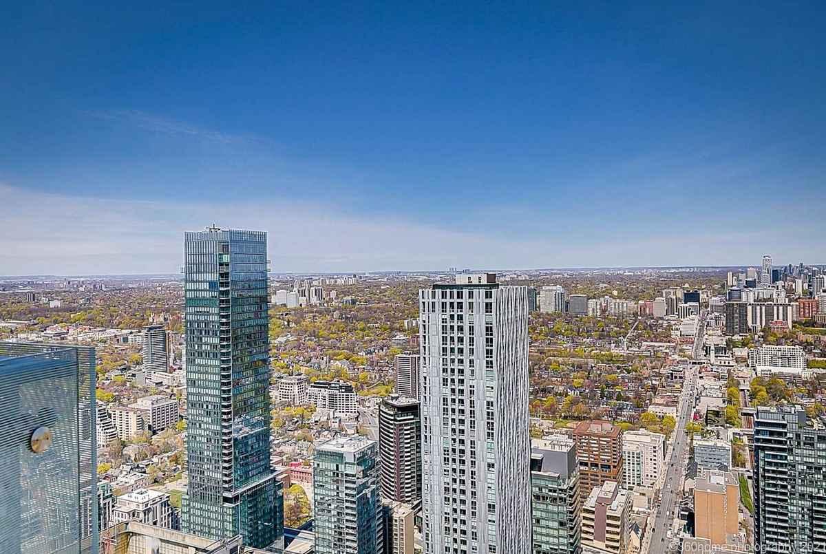 1 Bloor St E Toronto AGENT ON DUTY