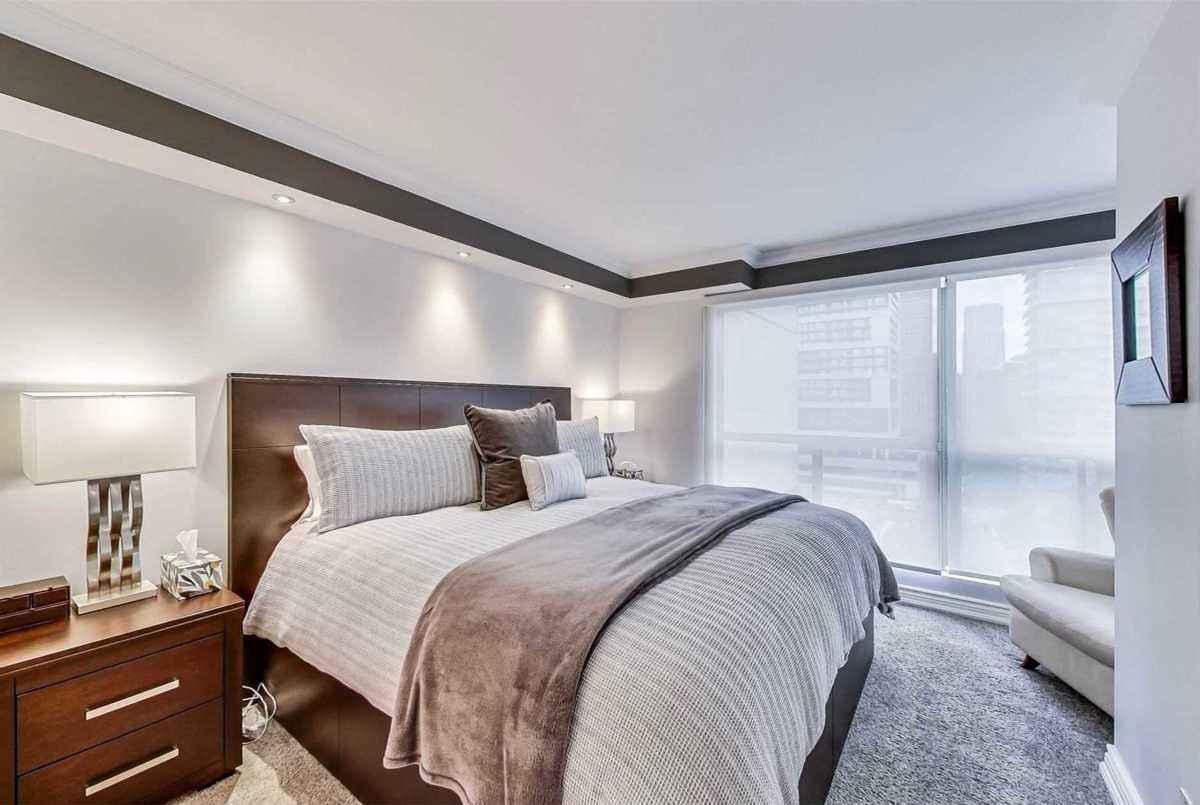 298 Jarvis St Toronto AGENT ON DUTY