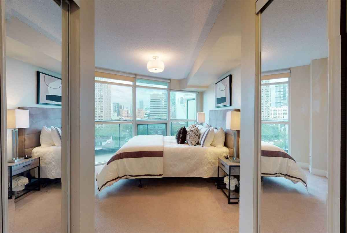 21 Carlton St Toronto AGENT ON DUTY