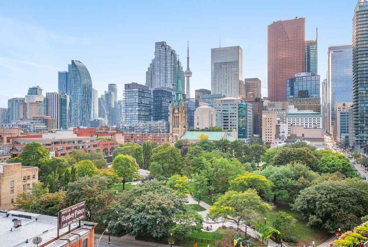 112 George St Toronto AGENT ON DUTY