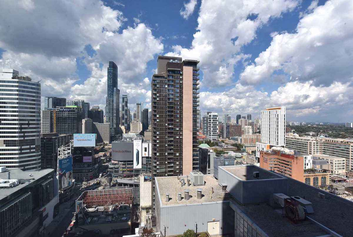 210 Victoria St Toronto AGENT ON DUTY