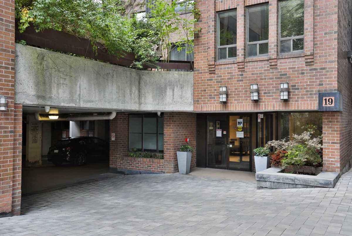 19 Dundonald St Toronto AGENT ON DUTY