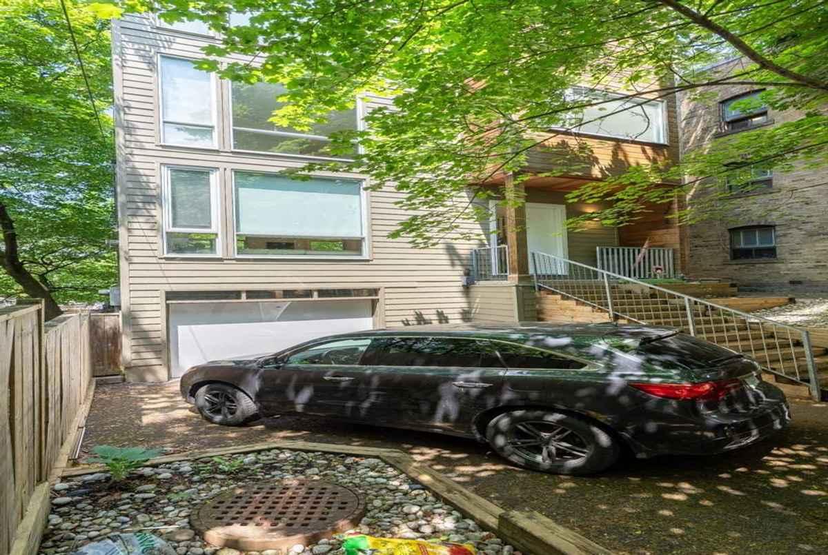 496 Kingston Rd Toronto Cori Endrody