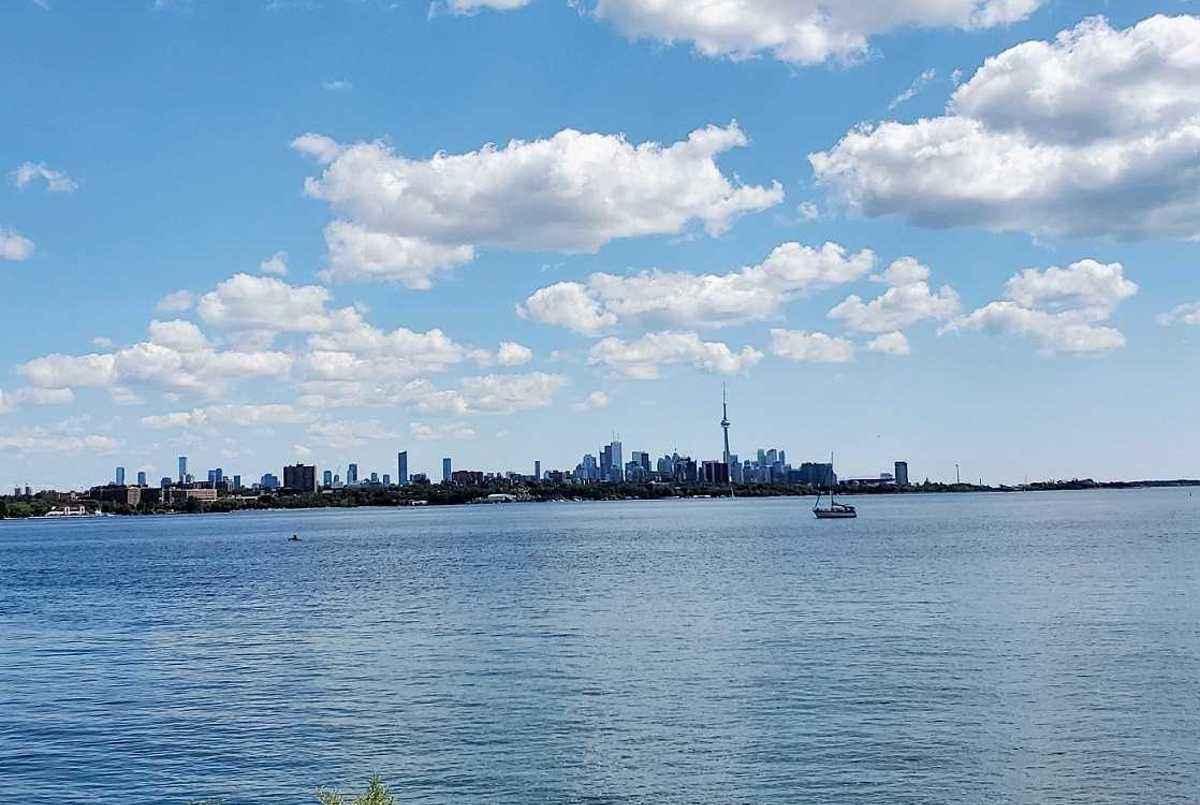 2121 Lake Shore Blvd W Toronto AGENT ON DUTY