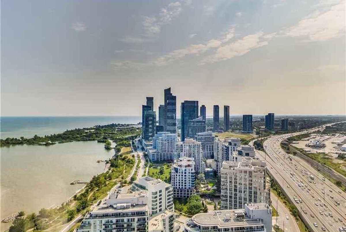 2045 Lake Shore Blvd W Toronto AGENT ON DUTY