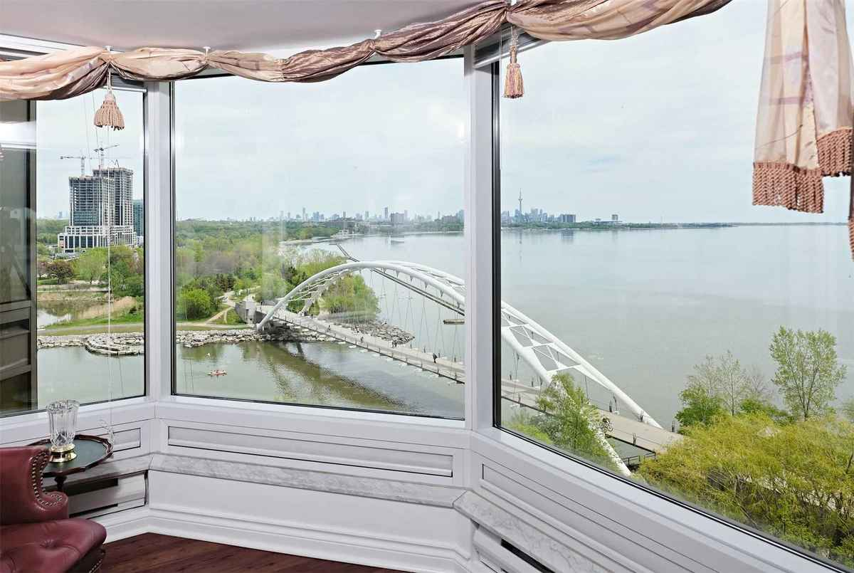 1 Palace Pier Crt Toronto AGENT ON DUTY