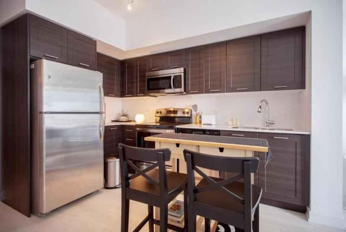 2220 Lake Shore Blvd W Toronto AGENT ON DUTY