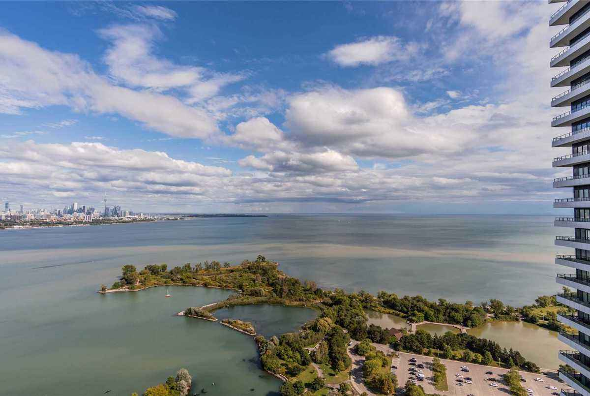 33 Shore Breeze Dr Toronto AGENT ON DUTY