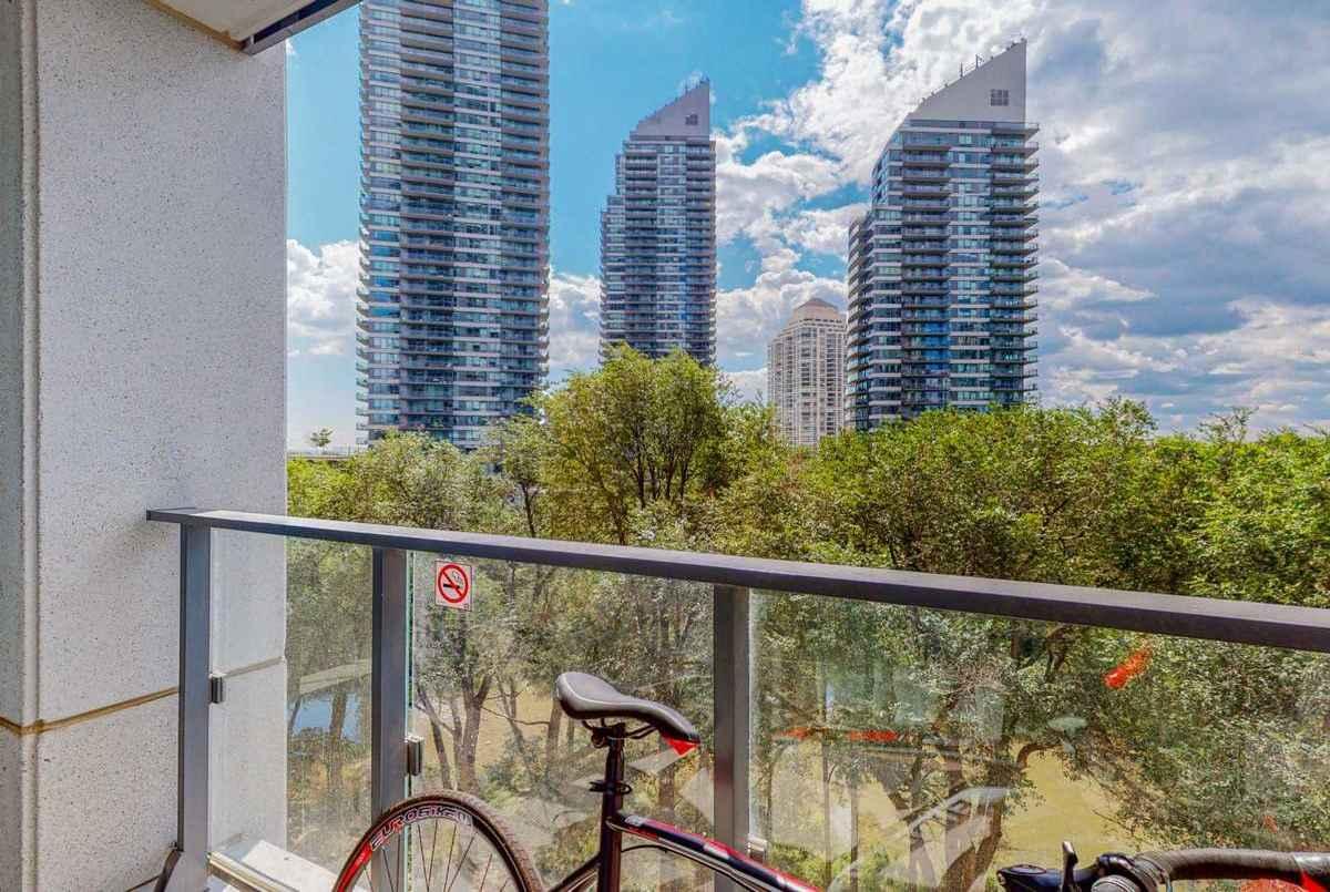2220 Lake Shore Blvd Toronto AGENT ON DUTY