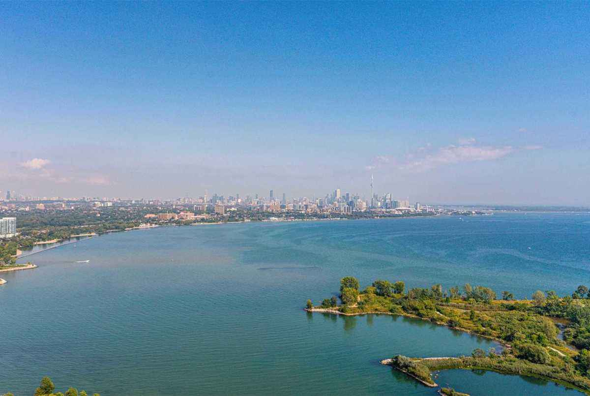 20 Shore Breeze Dr Toronto AGENT ON DUTY