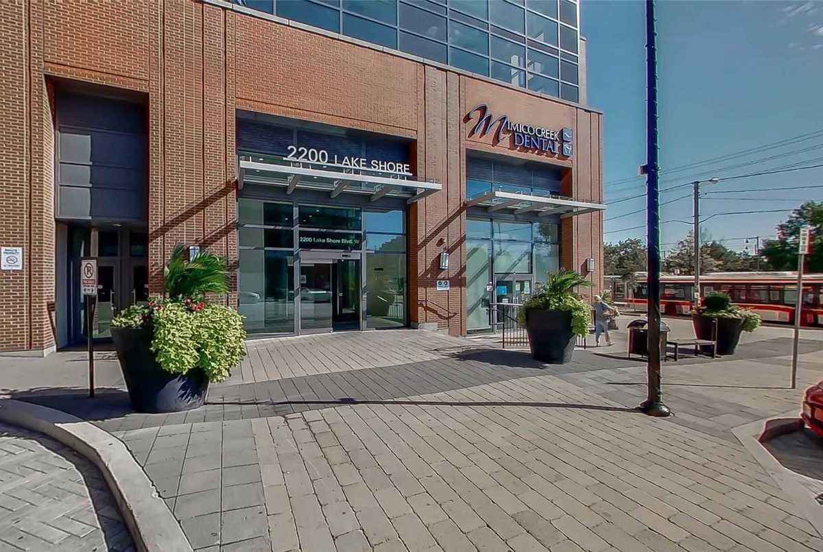 2200 Lake Shore Blvd W Toronto AGENT ON DUTY